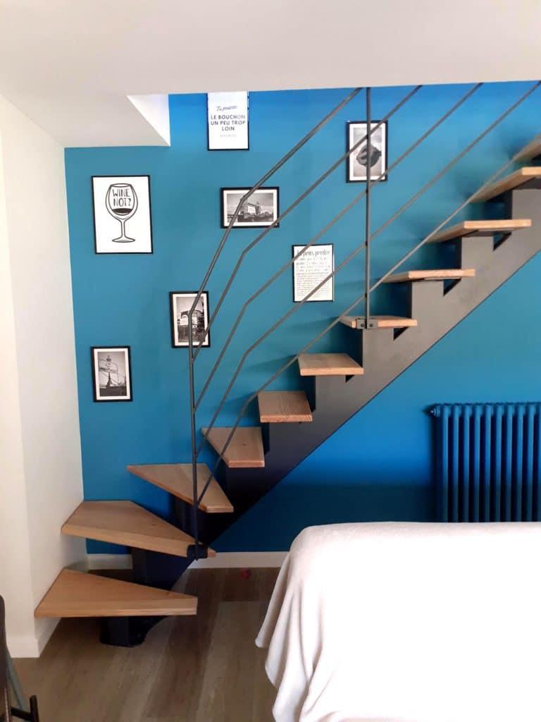 Application d'une laque mate couleur anthracite sur escalier neuf - Art & Deco, peintre a Languidic, proche Lorient, Pontivy et Vannes dans le Morbihan