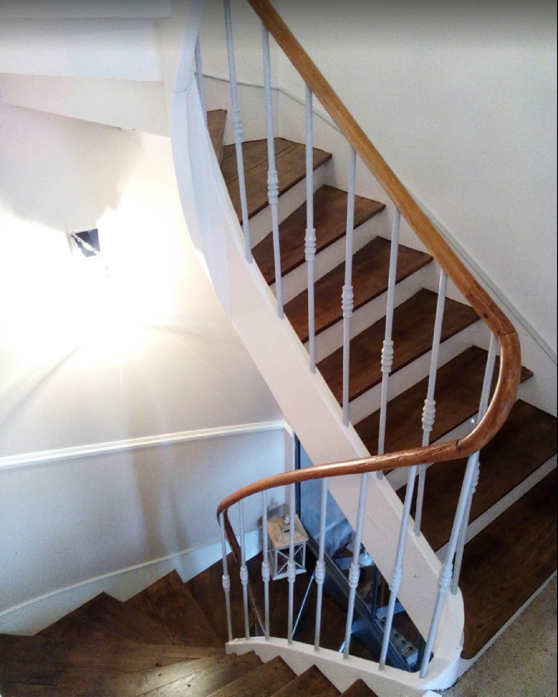 Peinture d'une cage d'escalier